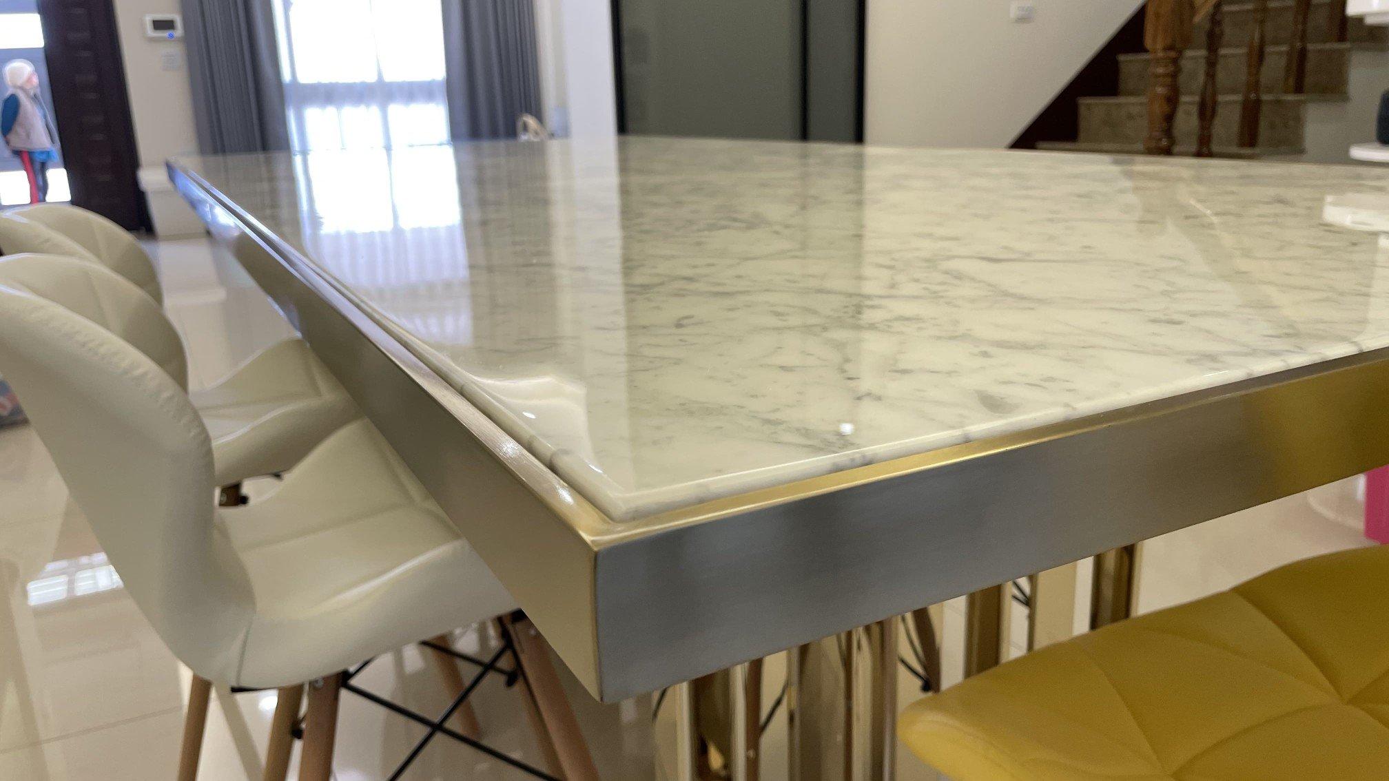 舒伯特餐桌表面大理石,紋路細緻