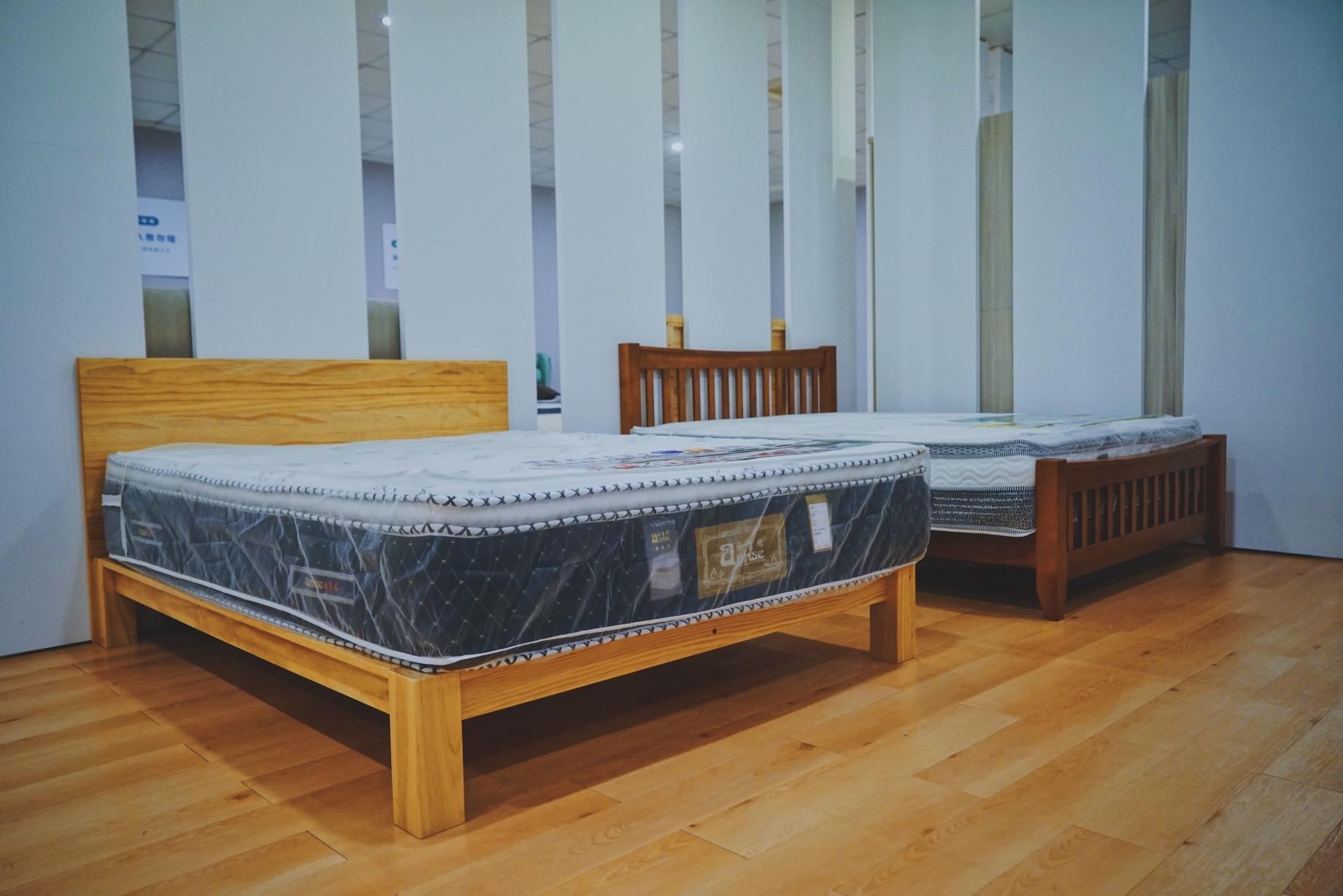 明久台南店2樓床墊展示區