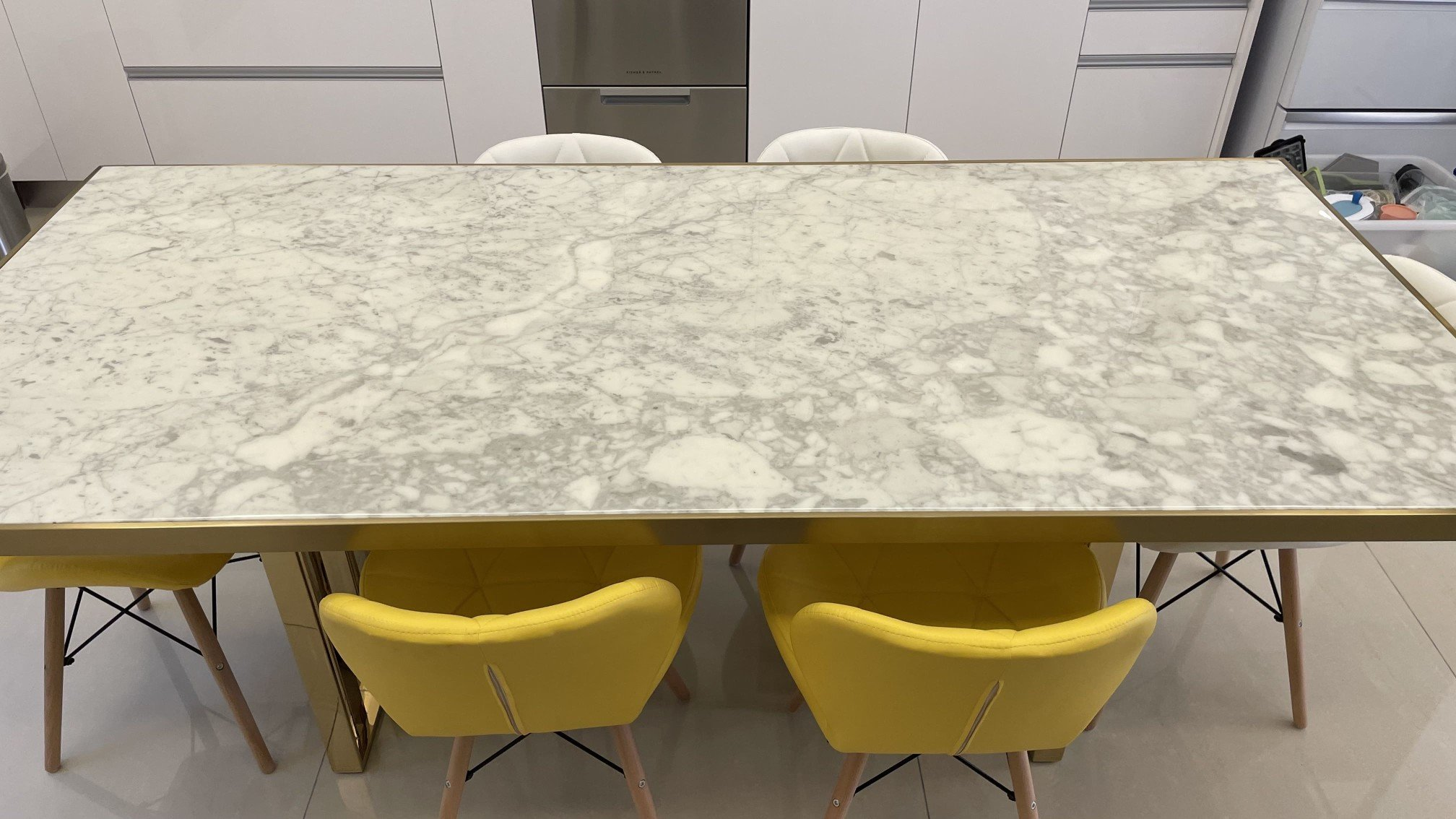 舒伯特餐桌天然大理石紋路,質感細膩