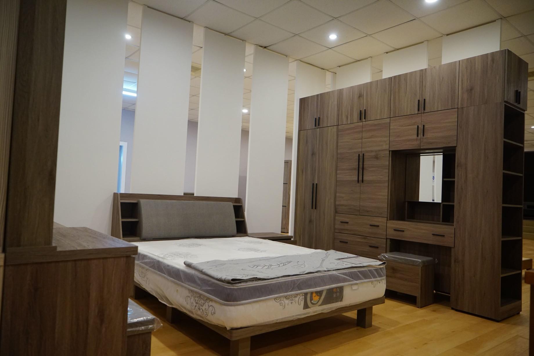 明久台南店2樓床組展示區